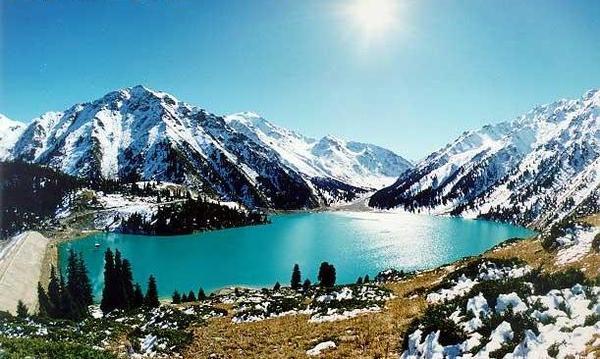 Большое Алматинское озеро - высокогорный водоем, расположенный в тектонической впадине.  Находится на высоте 2510 м в...