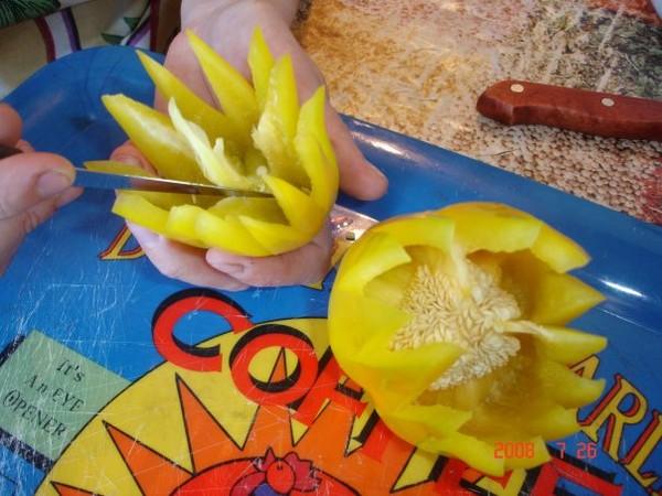Как сделать цветок из перца болгарского видео