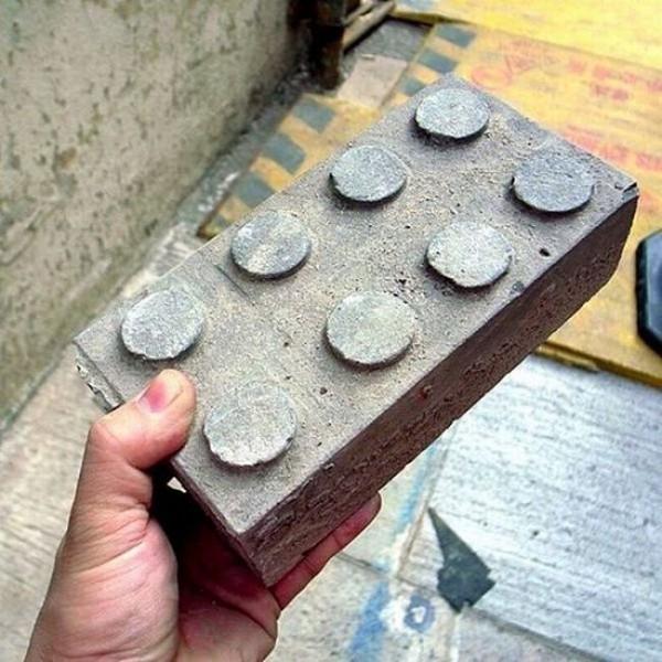 Смехота-23 Настоящий кирпич, который похож на лего