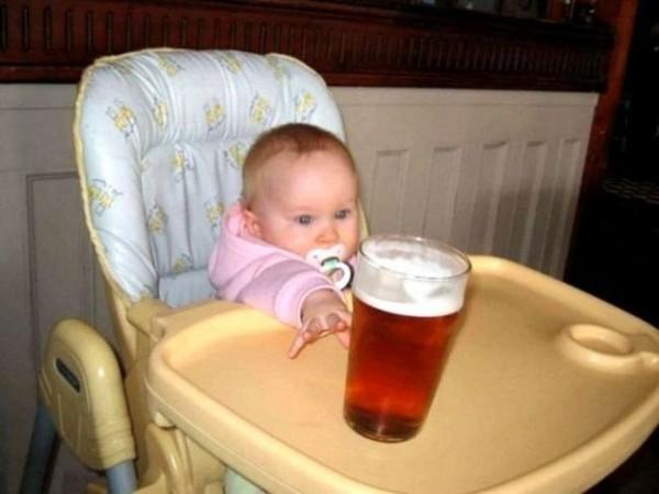 Смехота-23 Ребенок тянется за пивом