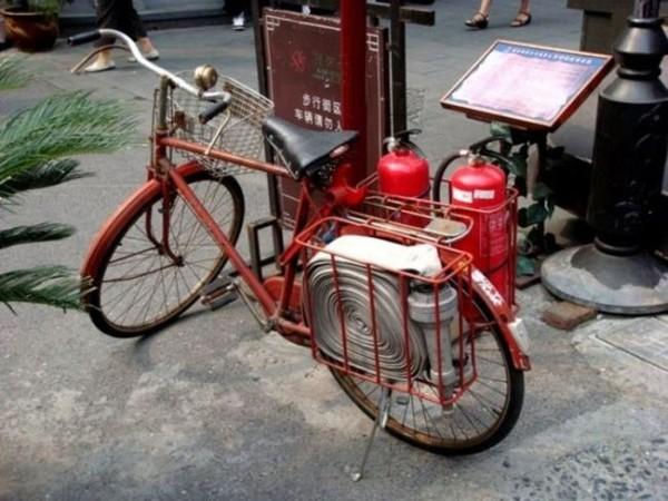 Смехота-23 Оборудованный пожарный велосипед красного цвета