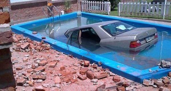 Смехота-23 Автомобиль в бассейне