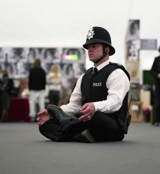 Смехота-23 Полицейский медитирует
