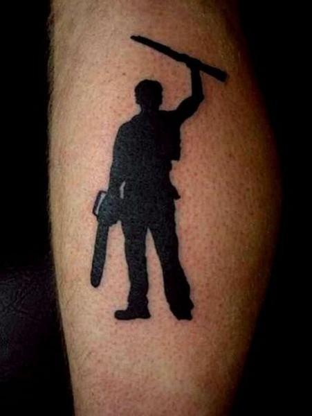 Смехота-23 Тату на руке: мужик с бензопилой и ружьем