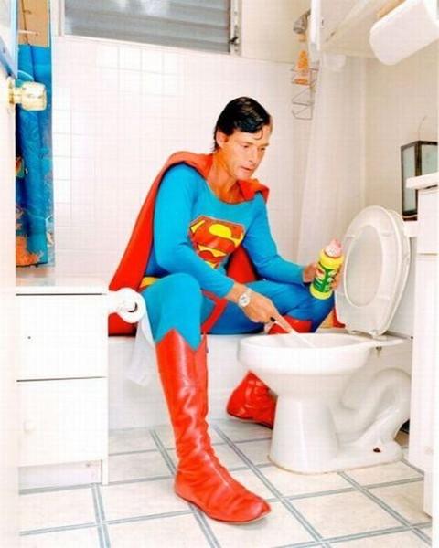 Смехота-23 Супермен рекламирует какую-то продукцию для чистки унитаза