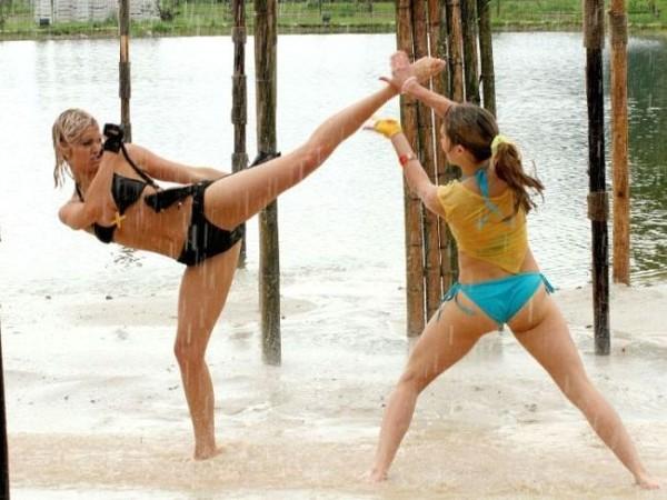 Смехота-23 Типа две девчонки дерутся, хотя это постановка