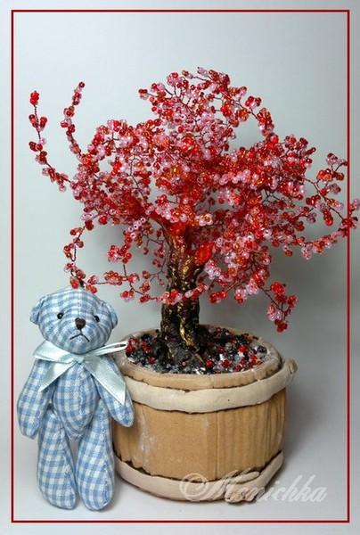 Бисерное дерево красное