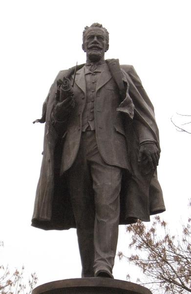 Памятник инженеру Шухову