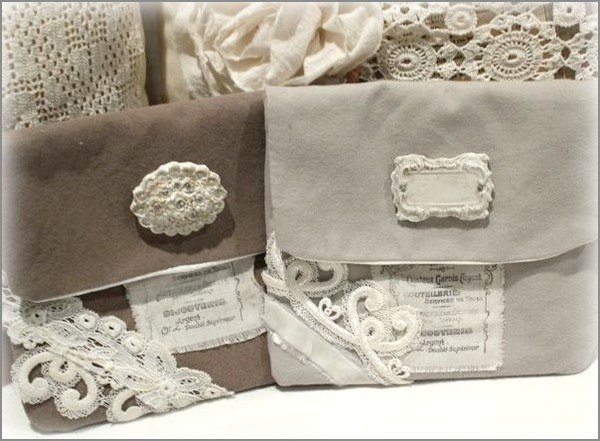 favors of white textiles