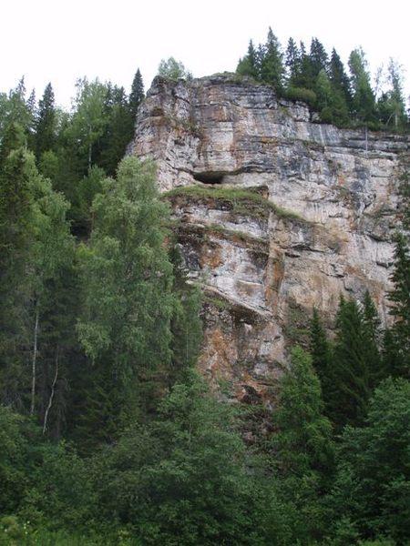 Пещера в камне Шайтан