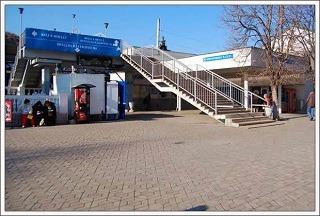 ж/д вокзал Севастополь - лестница на пешеходный мост