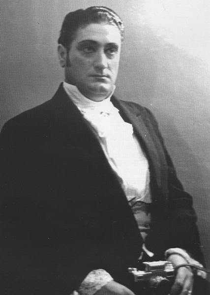 Франческо Альбанезе относится к редкой категории оперных певцов