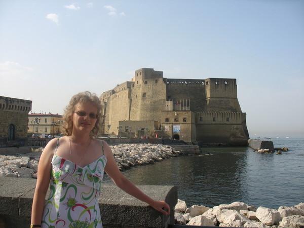 Кастель д'Ово построен в той точке, откуда начался Неаполь