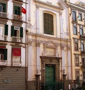 название церкви - Pietà dei Turchini на улице Медина в Неаполе
