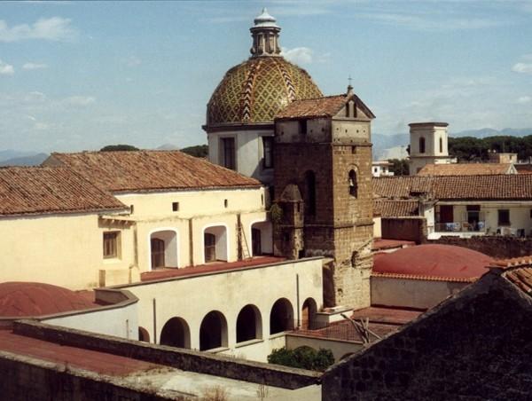 Аверса. Монастырь Св. Франческо