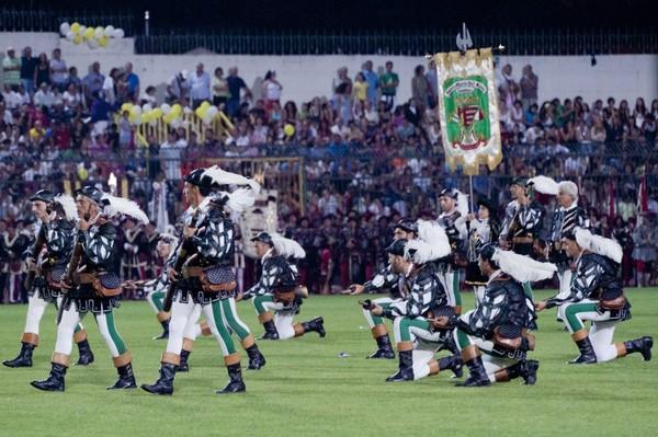 в Кава ди Тиррено проходит торжественный праздник – Disfida dei trombonieri
