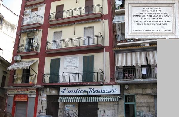 Мазаньелло всю жизнь прожил на улочке Vico Rotto, в двух шагах от Piazza Mercato