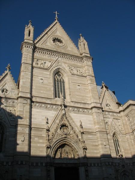 иногда называют Сан Дженнаро, но чаще – Duomo