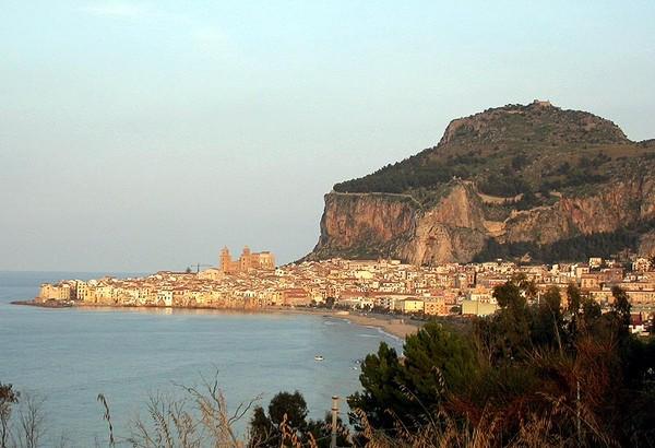 Это один из двух архитектурных шедевров Сицилии