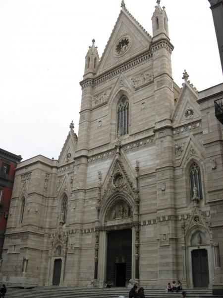 В Дуомо ныне располагается кафедральный собор Неаполя