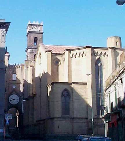 первая церковь Неаполя, построенная анжуйцами (1270)