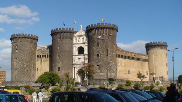 Новый Замок часто почему-то называют Mascio Angio