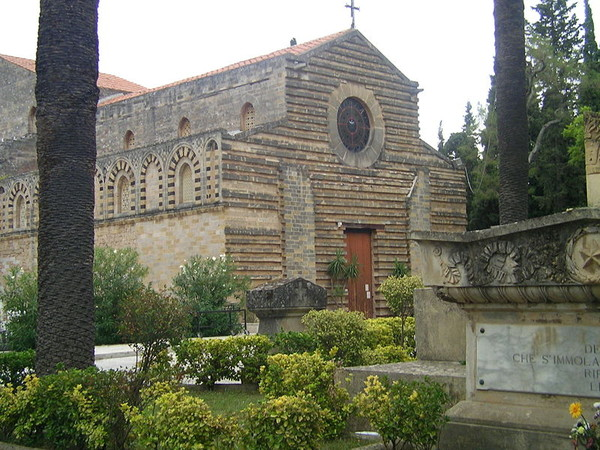 Церковь эту заложил еще в 1177 году архиепископ Палермо англичанин Оффамильо