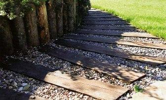 дорожки из деревянных шпал