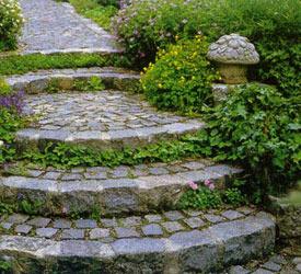 Бажано щоб садові сходи були з грубою