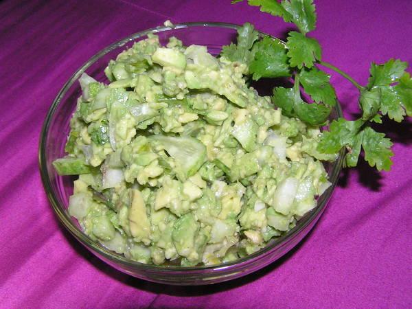 Салат из авокадо и