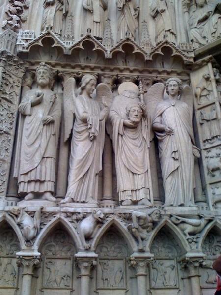 Кронос оскопил своего Отца Урана и возглавил первое Вселенское восстание, в