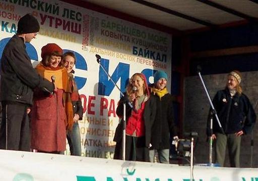 Представительница инициативной группы жителей Истринского района напомнила собравшимся о проекте строительства ЦКАДа...