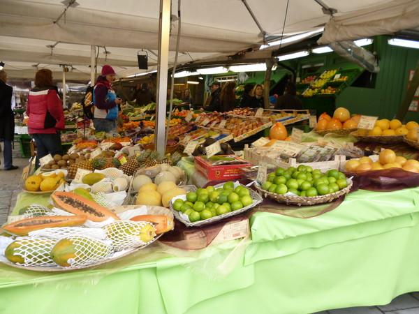 фрукты на Виктуалиен рынке