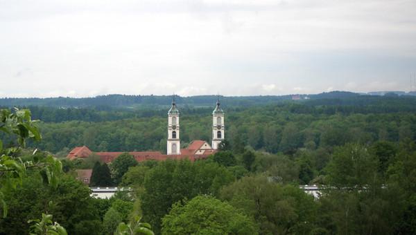 Вид на церковь.