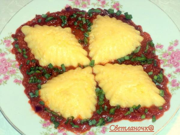 Полента сырная с томатным соусом