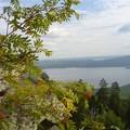 Озеро Аракуль и скалы  на горе Ш