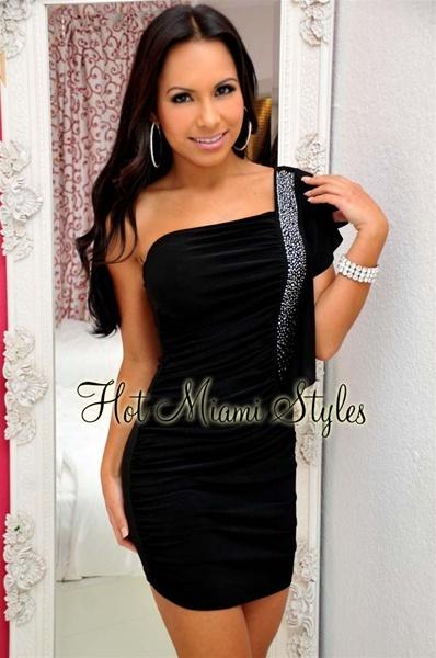 Свадьбу одеть короткое черное платье