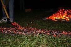Огнехождение, угольная дорожка