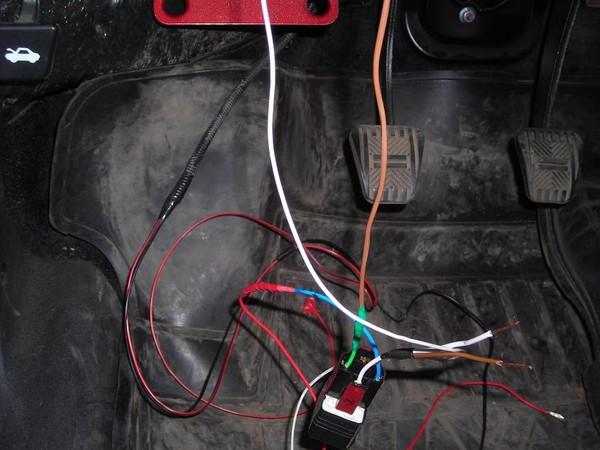 Вот так выглядит в проводах схема с реле для подключения Собра к проводам Бинара(чёрному и чёрно-красному) .
