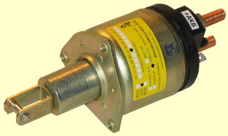 Втягивающее реле в стартере служит для подачи тока на мотор стартера и для одновременного выталкивания бендикса...