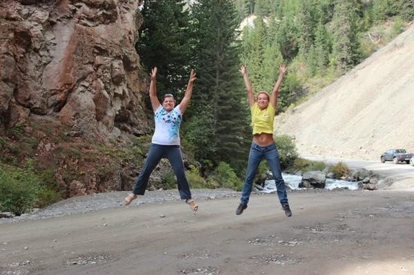 Прыгающие девочки