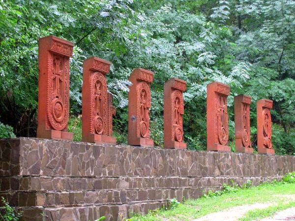 Священные камни в монастыре Сурб Хач