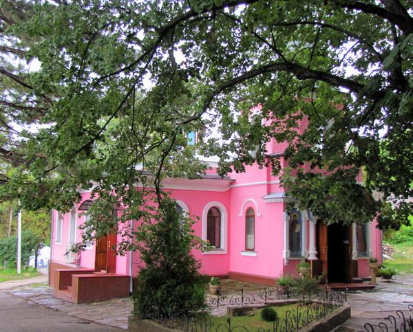 Один из храмов в Топловском женском монастыре