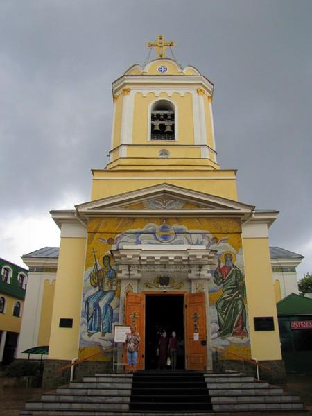 Храм на территории Свято-Троицкого женского монастыря в Симферополе