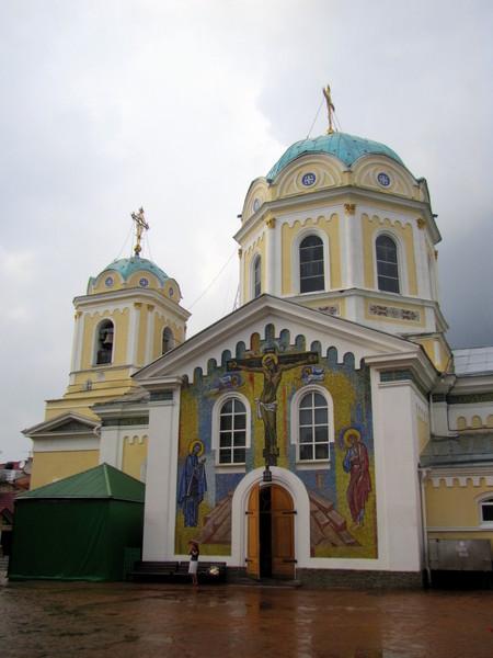 Церковь на территории Симферопольского Свято Троицкого женского монастыря