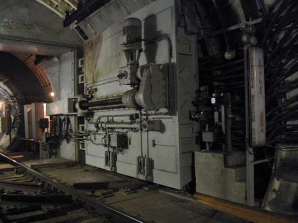 Как спастись в метро от бомбежки? Гермоворота метрополитена Москвы