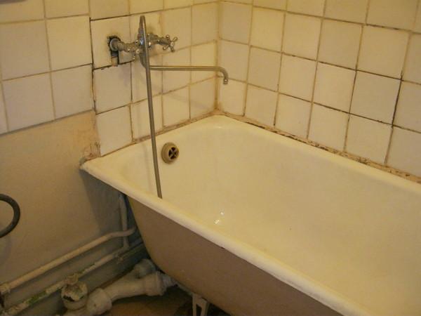 Классический вид большинства ванных комнат панельных домов