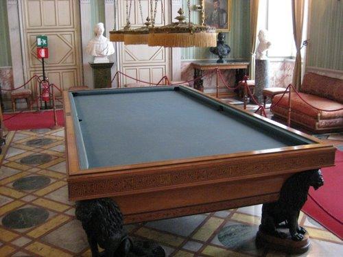 Бильярдная. Пьемонтские короли были достаточно высокими, поэтому этот бильярдный стол выше обычного примерно на 15 см