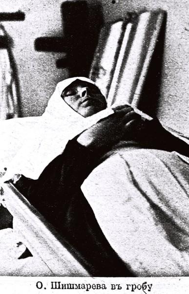 Вольноопределяющийся Сергей Александрович Шлихтер и сестры милосердия, погребенные на Братском кладбище героев Первой Мировой войны в Москве. I-2133