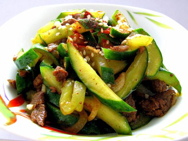 Салат с говядиной и морковью и огурцами рецепт с